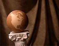 Globe on Pedestal North and South America    Stock Photo - Premium Rights-Managednull, Code: 700-00012580