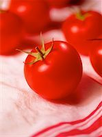 Close-Up of Tomatoes    Stock Photo - Premium Rights-Managednull, Code: 700-00029599