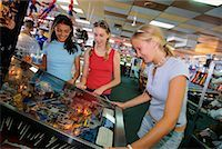 pinball - Teenagers at Arcade    Stock Photo - Premium Rights-Managednull, Code: 700-00090490