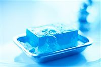 Close-Up of Soap in Soapdish    Stock Photo - Premium Rights-Managednull, Code: 700-00151424