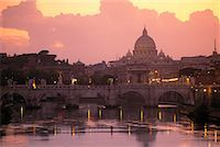 St. Peter's Basilica and Tiber River Rome, Italy    Stock Photo - Premium Rights-Managednull, Code: 700-00181613