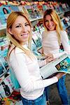 Twins Reading Magazines    Stock Photo - Premium Rights-Managed, Artist: Mark Leibowitz, Code: 700-00194789