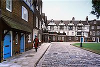 Beefeater in Tower of London Courtyard London, England    Stock Photo - Premium Rights-Managednull, Code: 700-00196670