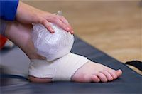Dancer Holding Ice Pack on Foot    Stock Photo - Premium Rights-Managednull, Code: 700-00425851