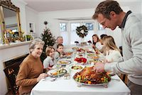 Man Carving Turkey for Christmas Dinner    Stock Photo - Premium Rights-Managednull, Code: 700-00547144