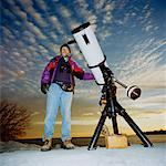 Portrait of Man and Telescope, Toronto, Ontario, Canada    Stock Photo - Premium Rights-Managed, Artist: Derek Shapton, Code: 700-00918520