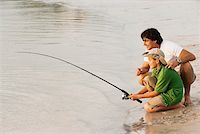 Side profile of a father and his son fishing Stock Photo - Premium Royalty-Freenull, Code: 625-01039672