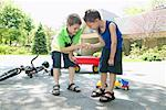 Children Playing in Driveway    Stock Photo - Premium Royalty-Free, Artist: Masterfile, Code: 600-01083029