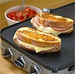 Monte Cristo French Toast    Stock Photo - Premium Rights-Managed, Artist: Michael Mahovlich, Code: 700-01083415