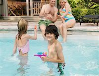 Family Pool Side    Stock Photo - Premium Royalty-Freenull, Code: 600-01164461