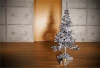 silver box - Christmas Tree in Apartment    Stock Photo - Premium Rights-Managednull, Code: 700-01223815