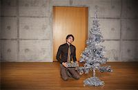 silver box - Portrait of Man with Christmas Tree    Stock Photo - Premium Rights-Managednull, Code: 700-01223818