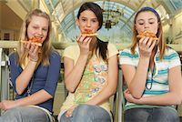 Teenagers Eating Pizza    Stock Photo - Premium Royalty-Freenull, Code: 600-01275538