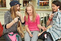Teenagers at Mall    Stock Photo - Premium Royalty-Freenull, Code: 600-01275543