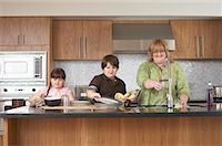 Mother and Children Washing Dishes    Stock Photo - Premium Rights-Managednull, Code: 700-01345067