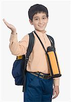 preteen  smile  one  alone - Portrait of a schoolboy waving his hand Stock Photo - Premium Royalty-Freenull, Code: 630-01491717