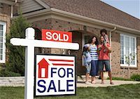 sold sign - Portrait of Family by House with Sold Sign    Stock Photo - Premium Rights-Managednull, Code: 700-01571975