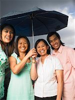 Portrait of Mother with Children in Rain    Stock Photo - Premium Royalty-Freenull, Code: 600-01593570