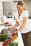 Woman in Kitchen, Preparing Food    Stock Photo - Premium Royalty-Free, Artist: Masterfile, Code: 600-01616943