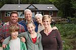 Portrait of Extended Family by Cottage    Stock Photo - Premium Royalty-Free, Artist: Masterfile, Code: 600-01694200