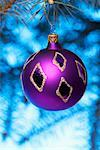 Purple Christmas Ball    Stock Photo - Premium Rights-Managed, Artist: Ken Davies, Code: 700-01695400