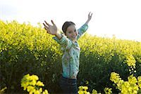 preteen  smile  one  alone - Girl standing in field with arms up, smiling at camera Stock Photo - Premium Royalty-Freenull, Code: 633-01715804