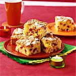 Sponge squares with dried fruit Stock Photo - Premium Royalty-Free, Artist: foodanddrinkphotos, Code: 659-01852188