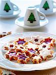 Star-shaped biscuits with mulled wine filling Stock Photo - Premium Royalty-Free, Artist: foodanddrinkphotos, Code: 659-01854437