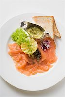 smoked - Smoked salmon with capers, mustard & dill sauce and toast Stock Photo - Premium Royalty-Freenull, Code: 659-01863967