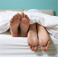 Couple's Feet in Bed    Stock Photo - Premium Royalty-Freenull, Code: 600-01954772