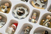 silver box - Christmas decorations in a box Stock Photo - Premium Royalty-Freenull, Code: 653-02002237