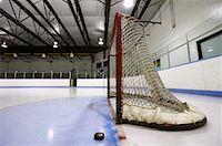 Hockey Net and Puck    Stock Photo - Premium Royalty-Freenull, Code: 600-02056041