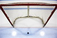Hockey Net and Puck    Stock Photo - Premium Royalty-Freenull, Code: 600-02056045