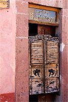 Cantina El Gato Negro, San Miguel de Allende, Guanajuato, Mexico    Stock Photo - Premium Royalty-Freenull, Code: 600-02056723