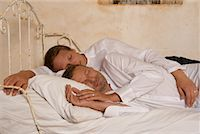 Couple in Bed    Stock Photo - Premium Rights-Managednull, Code: 700-02198264
