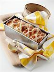 Easter hot cross loaf editorial food    Stock Photo - Premium Rights-Managed, Artist: foodanddrinkphotos, Code: 824-02294576