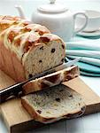 Easter hot cross loaf editorial food    Stock Photo - Premium Rights-Managed, Artist: foodanddrinkphotos, Code: 824-02294580