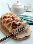Easter hot cross loaf editorial food    Stock Photo - Premium Rights-Managed, Artist: foodanddrinkphotos, Code: 824-02294582