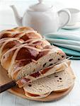 Easter hot cross loaf editorial food    Stock Photo - Premium Rights-Managed, Artist: foodanddrinkphotos, Code: 824-02294583