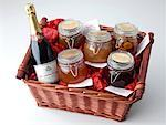 Large Hamper    Stock Photo - Premium Rights-Managed, Artist: foodanddrinkphotos, Code: 824-02294602