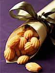 paper cone of mini madeleines    Stock Photo - Premium Rights-Managed, Artist: Photocuisine, Code: 825-02307272