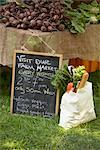 Chalkboard Sign, Beets and Grocery Bag at Farmer's Market    Stock Photo - Premium Rights-Managed, Artist: Peter Reali, Code: 700-02347758