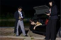 Police Investigating a Murder Scene    Stock Photo - Premium Royalty-Freenull, Code: 600-02348076