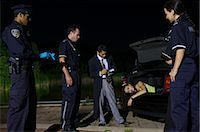 Police Investigating a Murder Scene    Stock Photo - Premium Royalty-Freenull, Code: 600-02348077