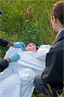Police Officers with Woman's Body in Field, Toronto, Ontario, Canada    Stock Photo - Premium Rights-Managednull, Code: 700-02348202