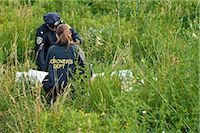 Police Officers with Woman's Body in Field, Toronto, Ontario, Canada    Stock Photo - Premium Rights-Managednull, Code: 700-02348203