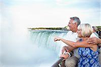 Couple at Niagara Falls, Ontario, Canada    Stock Photo - Premium Rights-Managednull, Code: 700-02593659