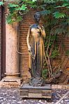 Statue of Juliet, Juliet's House, Verona, Veneto, Italy    Stock Photo - Premium Rights-Managed, Artist: Alberto Biscaro, Code: 700-02594184