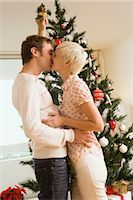 Couple Kissing Under the Mistletoe    Stock Photo - Premium Rights-Managednull, Code: 700-02594327