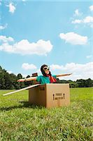 preteen  smile  one  alone - Boy Playing in Cardboard Box    Stock Photo - Premium Rights-Managednull, Code: 700-02659923